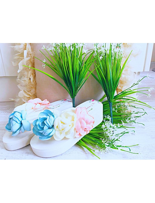 Sandalias flores blancas